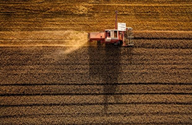 Luftaufnahme eines Mähdreschers ©Volker Lannert