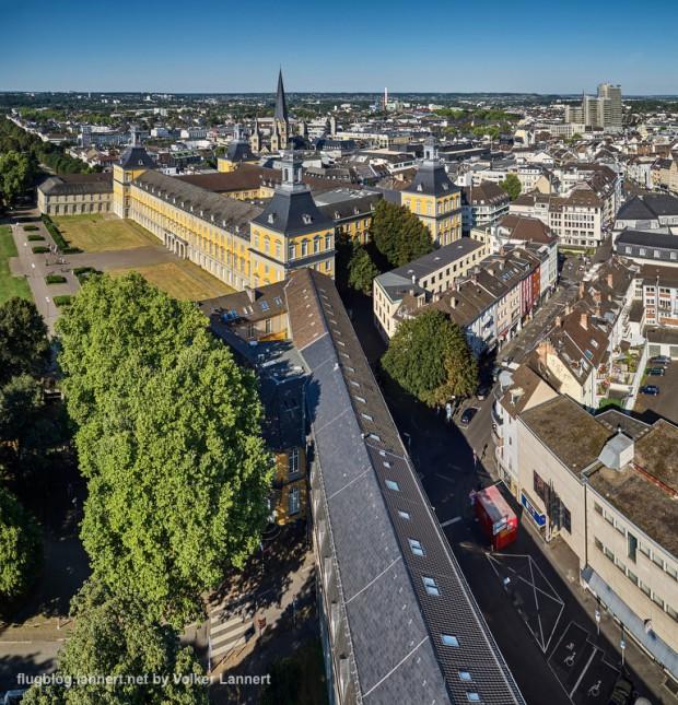 Luftaufnahme der Bonner Innenstadt mit dem Schloss,