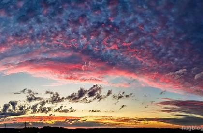 Sonnenuntergang ueber dem Rhein im Norden Bonns