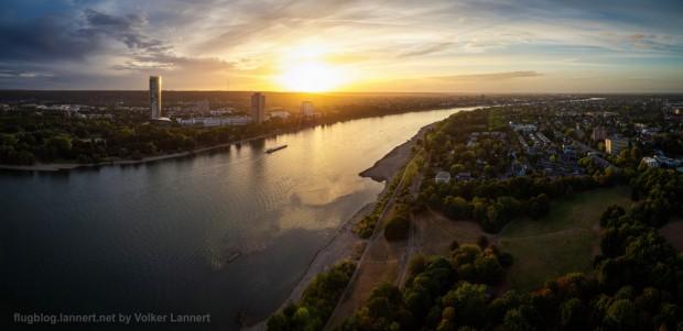 Sonnenuntergang über dem Rhein