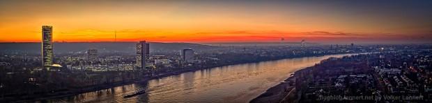 Sonnenuntergang über langem Eugen, Posttower und der Bonner Skyline am 05.12.2016