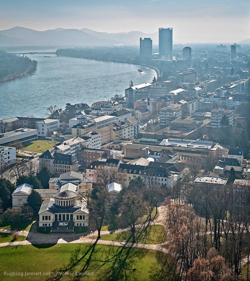Das akademische Kunstmuseum vor Bonner Kulisse