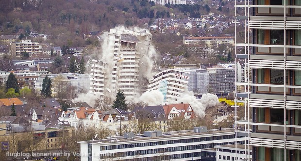 Sprengung des Bonn-Center am 19.03.2017 in Bonn.